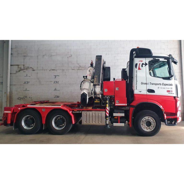 Tractora-MERCEDES-BENZ-4063-con-GRUA-