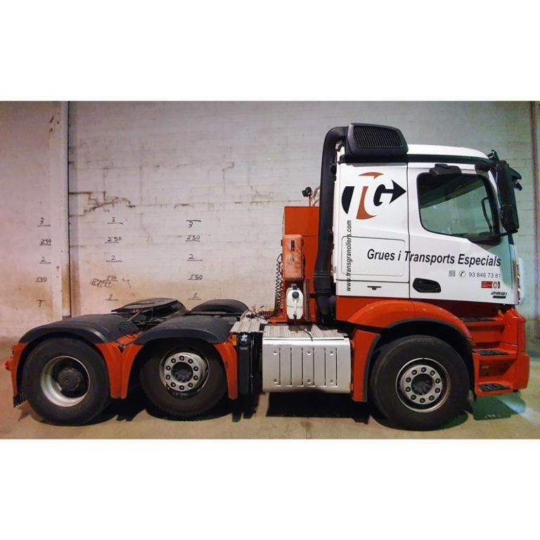 Tractora-tranporte-especial-MERCEDES-BENZ-2551-