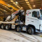 Nuevo camión equipado con grúa EFFER para movimiento de maquinaria pesada