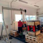 Movimiento de maquinaria pesada en la primera planta de un edificio sin acceso