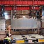 Movimiento de maquinaria industrial: prensa hidraúlica de 16 tn